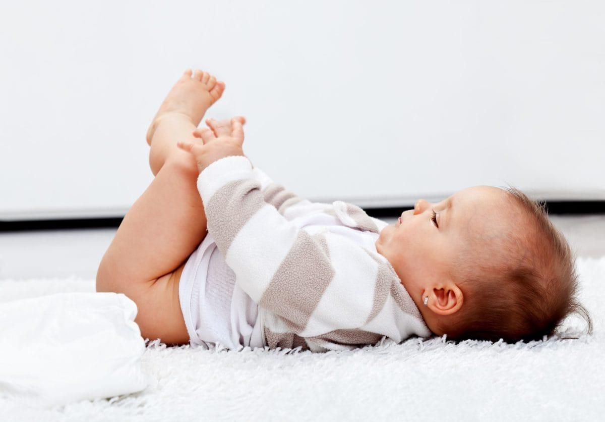 bebé, pañales, desarrollo motor