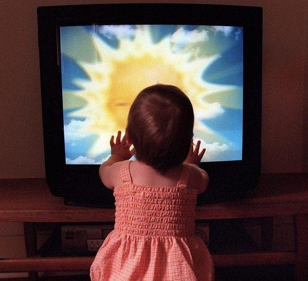 Bebé, desarrollo del lenguaje, televisión